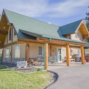 Log Cabin With Hot Tub Minutes From Wineries and Sheridan Lake