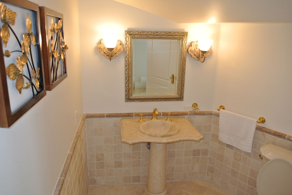 Bathroom, Majestic Celebrity Estate