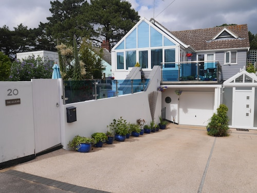 Modern Apartment on Sandbanks Peninsula, With Private Garden