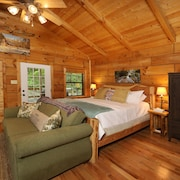 Red Door Cabin - a Secluded Getaway in the Heart of Townsend