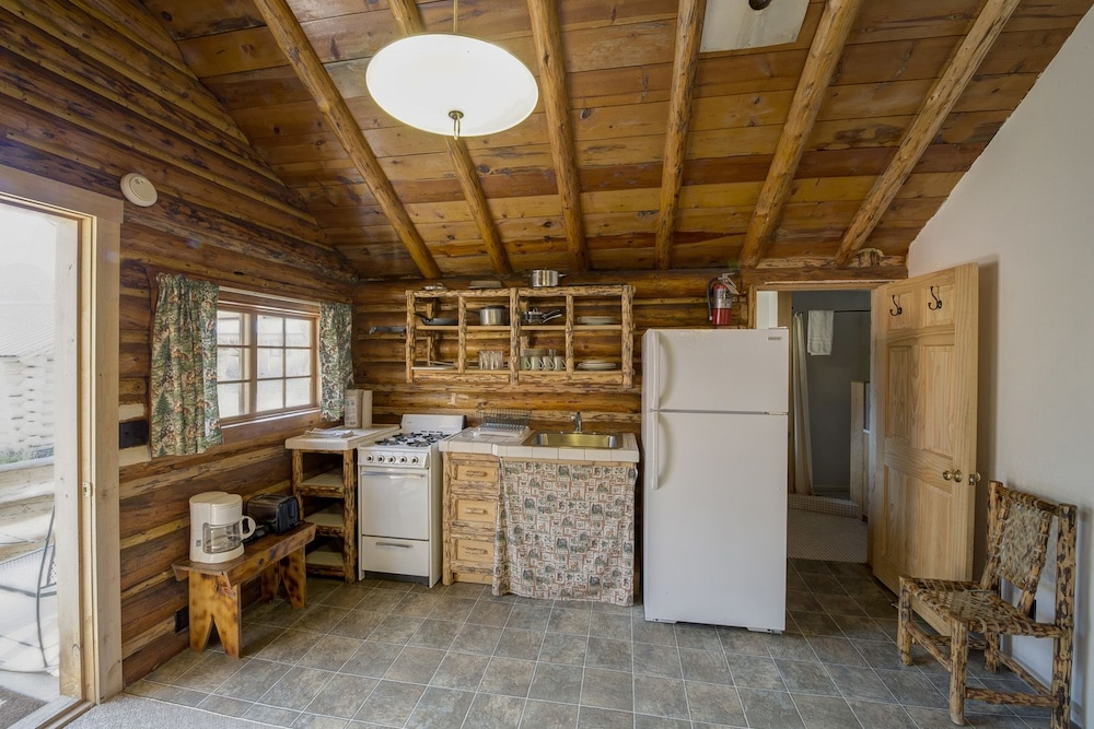 Private Kitchen, Silver Gate Lodging