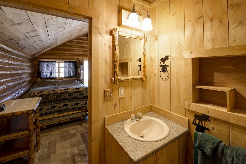 Bathroom, Silver Gate Lodging