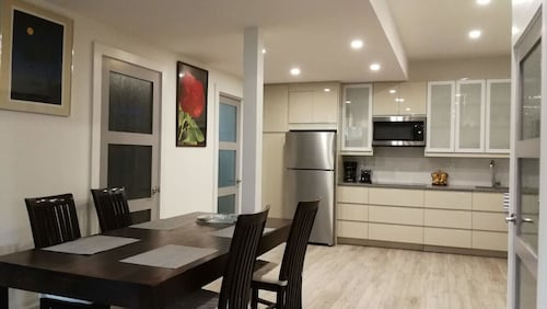 Toronto West Independent Apartment In a Detached House