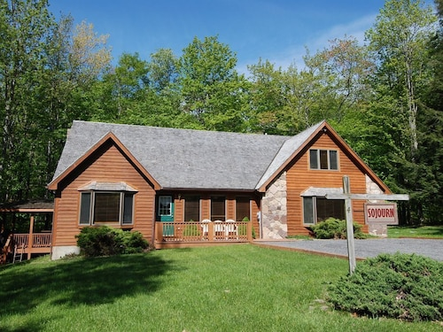 Sojourn - Walk to Timberline Slopes! Perfect Location for Hiking and Biking!