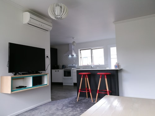 Sparkling Renovated Unit - Free Fast Wifi