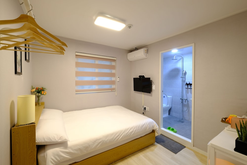Room, DAOL guest house