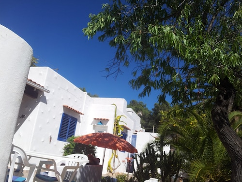 Cala Llenya - Holiday House by the sea With Enclosed Garden