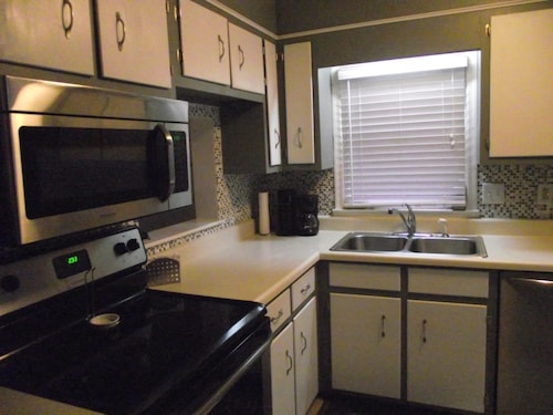 Perfect for Masters. 2br, 2 1/2ba