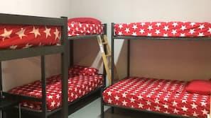 Rideaux occultants, fer et planche à repasser, lits bébé (gratuits)