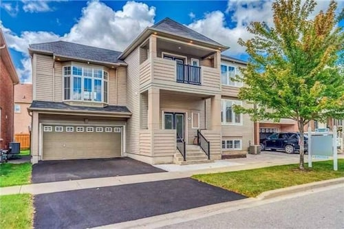 Entire House, 7 Bedrooms, Home w/ Bbq, 5 Parking for 14 People at Ajax/toronto