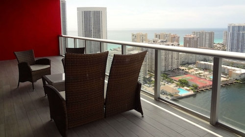Luxury Views Beach Walk Pent House 31 Floor