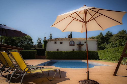 Can Burguès: Lovely Cottage 30 min From Barcelona With Heated Pool and Barbacue