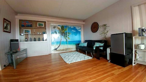 Great Place to stay Spacious Honolulu Central Location / Entire Home / 1 Bed, 1 Bath Home + Parking near Honolulu