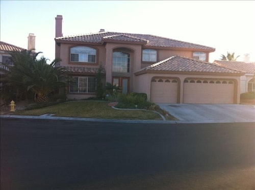 Beautiful Summerlin Escape - Desert Villa