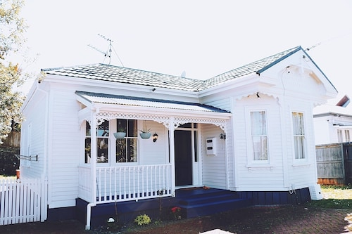 3 Bedroom Holiday Home in Mount Eden