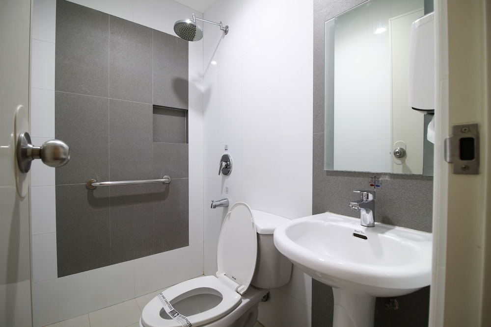 Bathroom, Hotel Sogo Alabang South Road