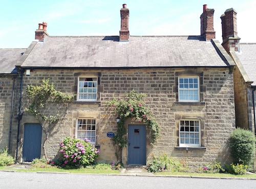 Pathways Holiday Cottage a Delightful 18th Century Stone Cottage in Derbyshire