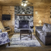 New River Gorge Cabins With hot tub and Fireplace