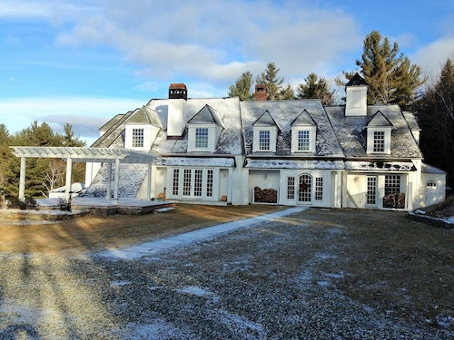 Great Place to stay Heavenly Private Retreat! Fall Foliage Special - 25 Acre Lux Estate near Newfane
