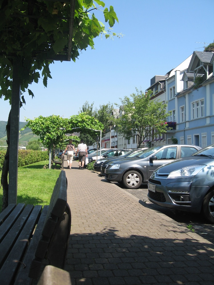 Parking, Holiday apartment with a beautiful view of the Moselle