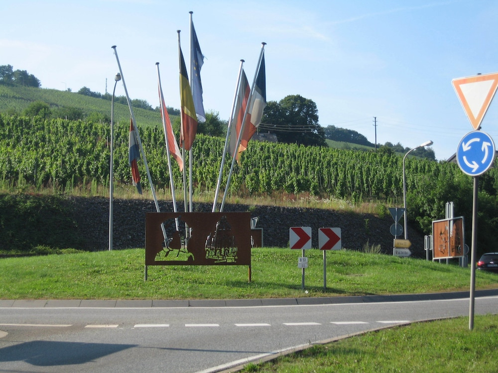 , Holiday apartment with a beautiful view of the Moselle