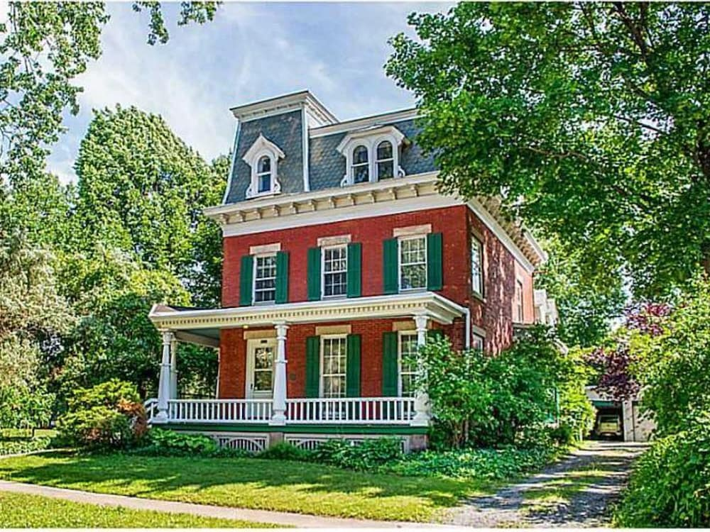 5 Room Suite in an 1840 Second Empire Victorian: 2019 Room