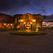 Exclusive Tuscan Mansion in CR