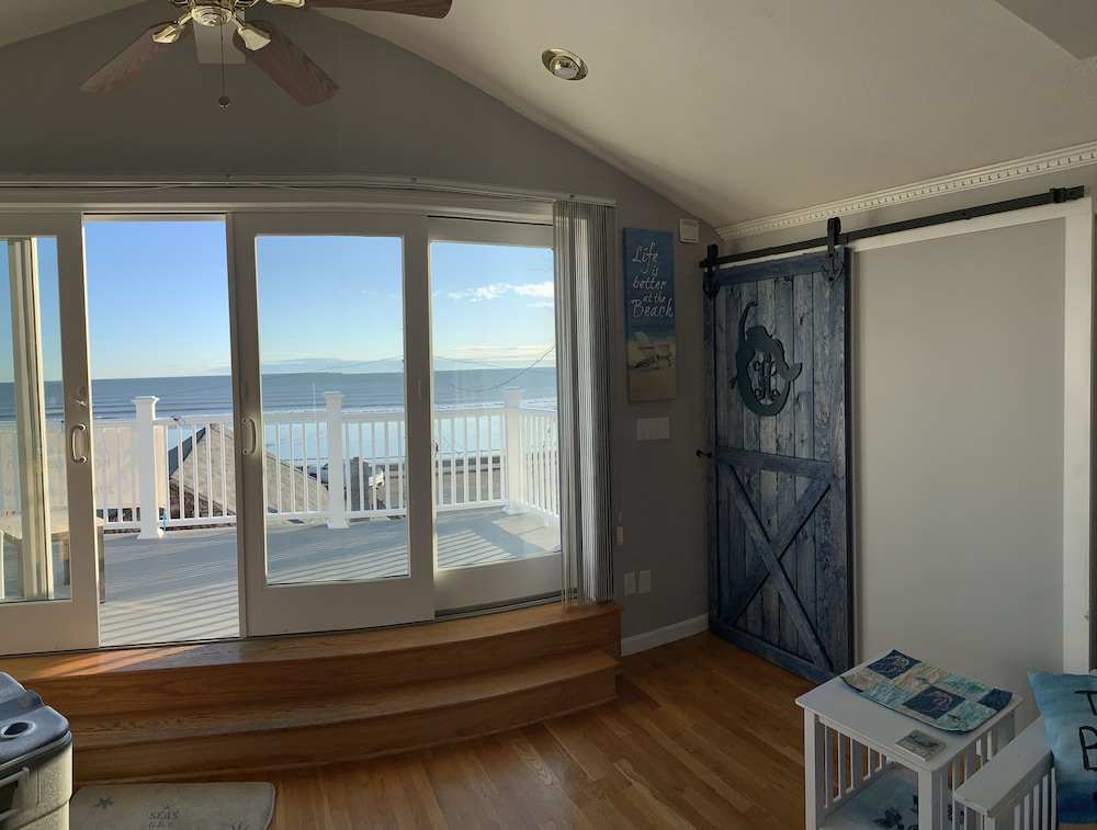 Room, Mermaid of Hull ~ Looking at Nantasket Beach ~ Events Allowed