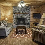 Cabins Close to the New River Gorge With hot tub and Fireplace