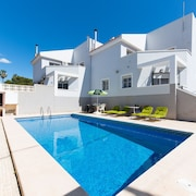 Traditional Spanish Property, 5 min by car From the Beach and Near the Shops