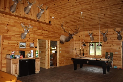Nature Lovers Get Away! Large Groups, Ski, Golf, Fish, Hike, Snowmobile, Atv