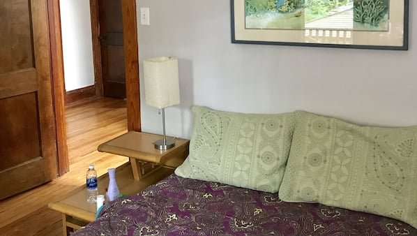 5 bedrooms, iron/ironing board, WiFi, linens