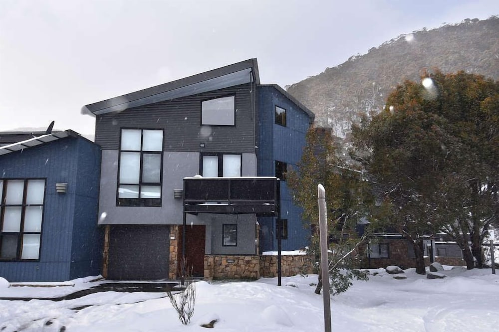 Snowstream is a Beautiful Luxury Chalet With Three Large ...