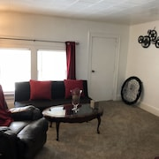 Cozy 2 Bedroom Upper- Racine WI