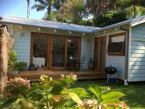 Avalon Beach Seaside Cottage - Perfect Location