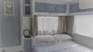 1 soverom, internettilgang og sengetøy