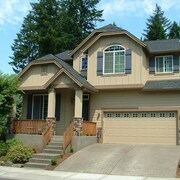 Spacious Home Close to it All - 4 Bedrooms , 3 Baths, Private Hot Tub