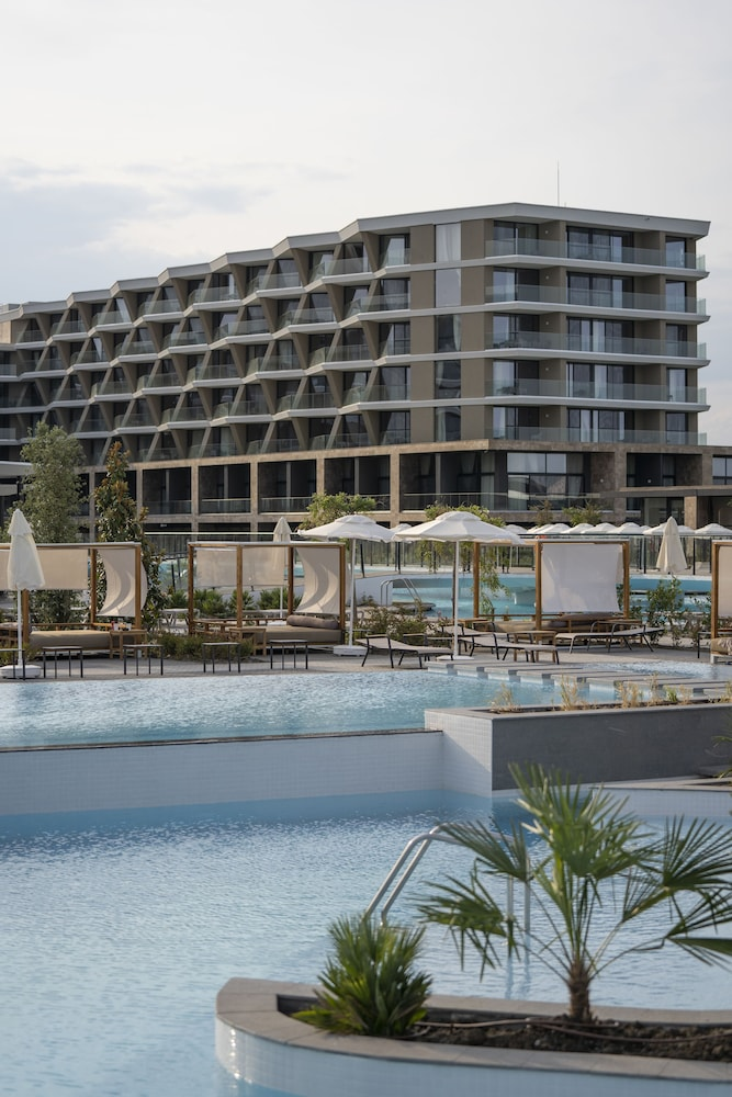 Outdoor Pool, Wave Resort – Ultra All Inclusive