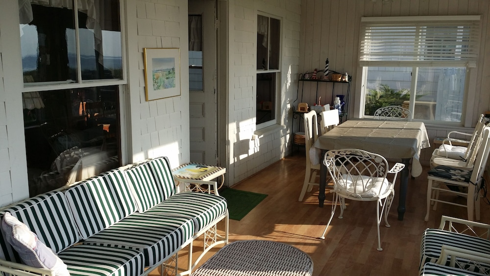 , Sunny Beachfront Cottage With Spectacular Ocean Views