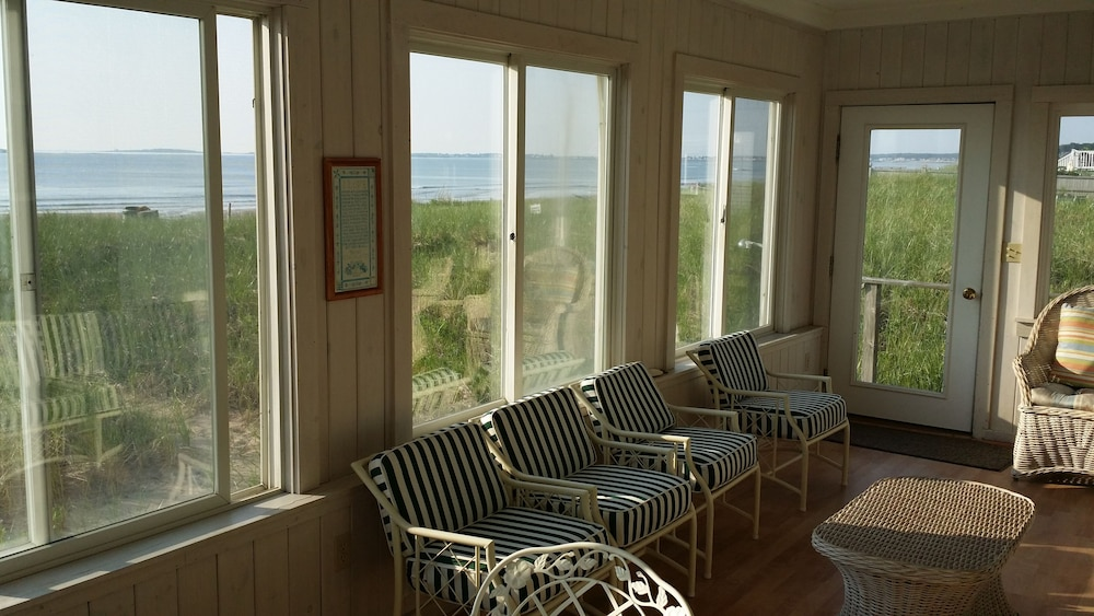 Living Room, Sunny Beachfront Cottage With Spectacular Ocean Views