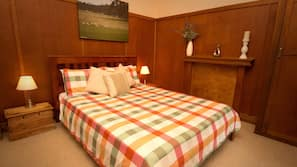 6 bedrooms, iron/ironing board, cots/infant beds, Internet
