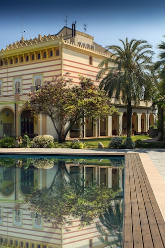 Luxury Villa Near Sitges Barcelona With Large Pool, Tennis Court, BBQ Area...