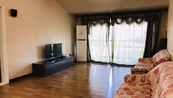 케이블 채널 시청이 가능한 22인치 평면 TV