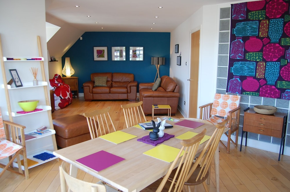 Stunning City Centre Penthouse Apartment With Free Parking
