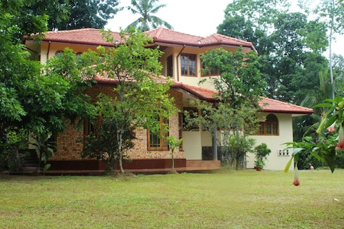 Quiet Holiday Home not far From the Botanical Garden Peradeniya in Kandy