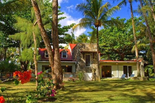 Elegant Luxury Beachfront Villa, for a Restful Family Holiday. Excellent Staff