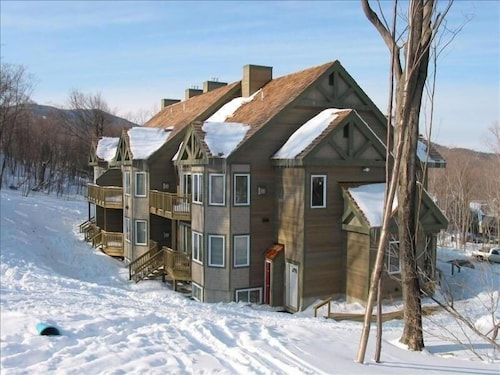 Jay Peak Resort Ski-in Ski-out 4 or 2 BR Slopeside Condo
