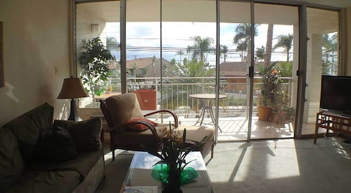 Is214!! 2 BR, 2 Bath Large Ocean View Condo (USA 32590272 4.0) photo