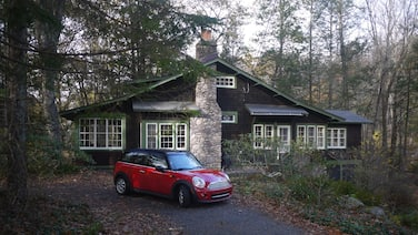 Historic Luxury stream-front Lodge near Phoenicia in Woodland Valley (sleeps 10)