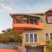 Luxury Hilltop Retreat; Close To Main Attractions Best Deal!!